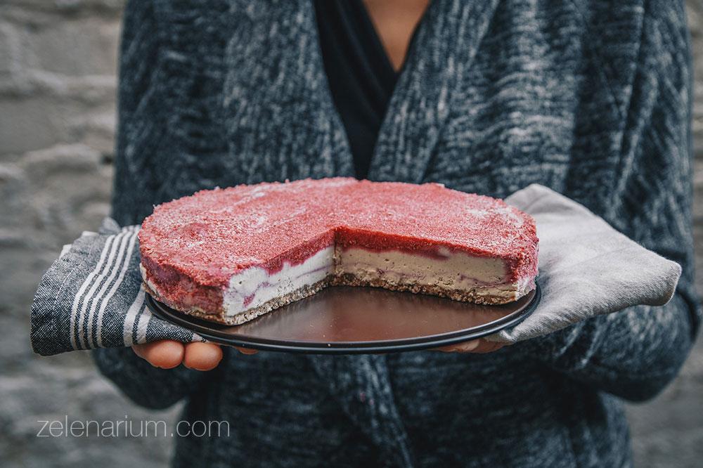 Sirova torta od bijele čokolade s malinama